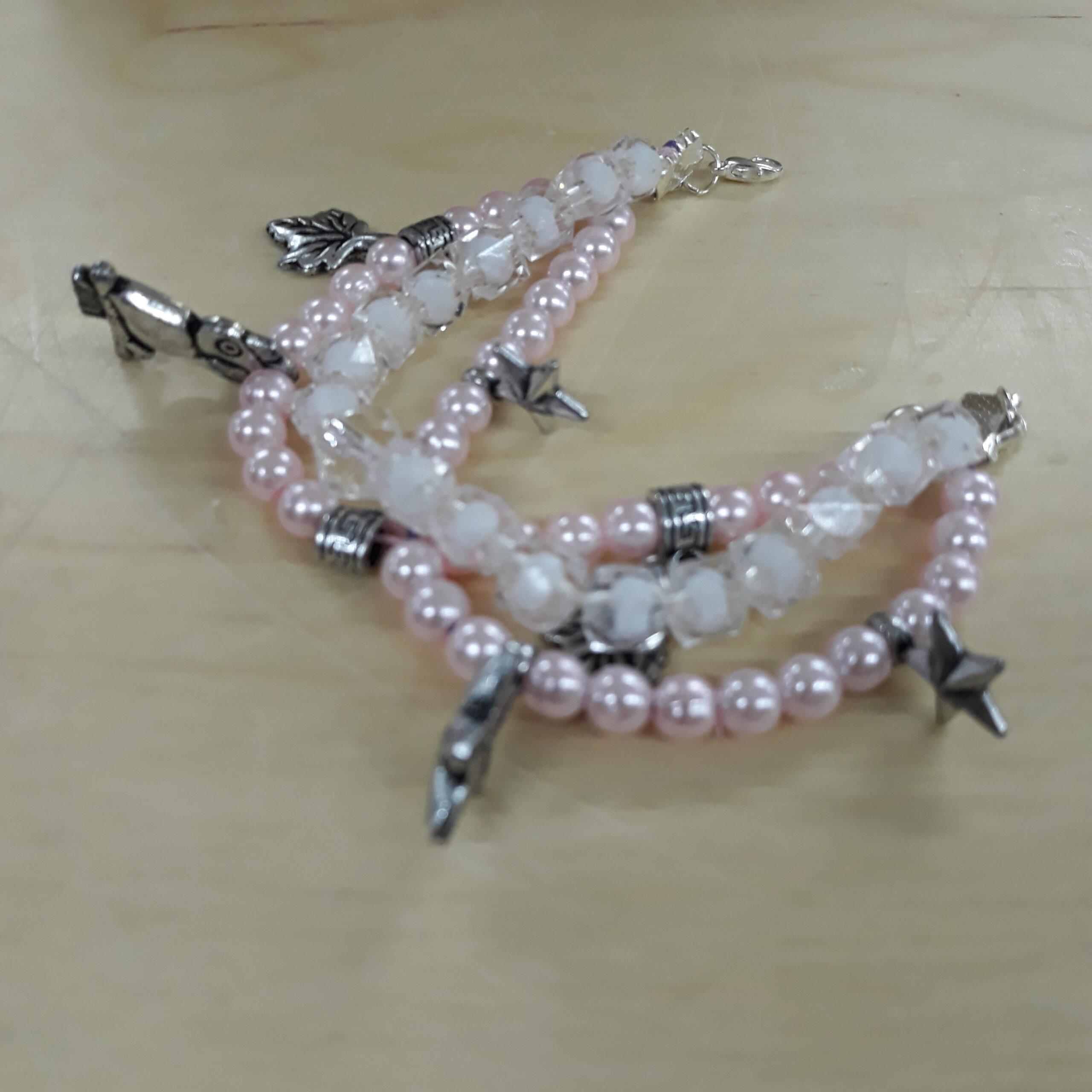Różowa bransoletka z gwiazdkami